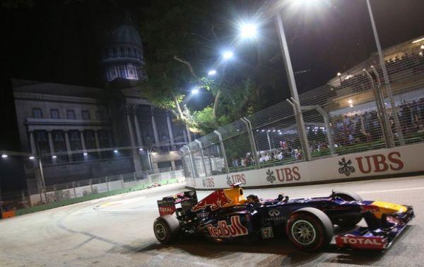 Hamilton quebra, e vitória cai no colo de Vettel em Cingapura; Massa é 8º