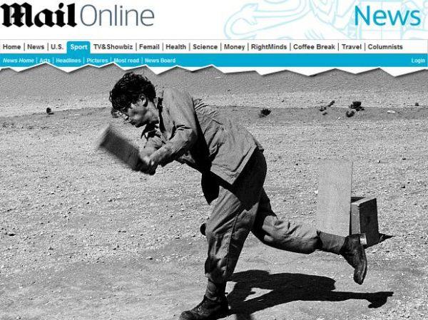 Jornal divulga foto inédita de John Lennon jogando criquete