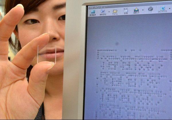 Japão apresenta placa com armazenamento infinito de dados