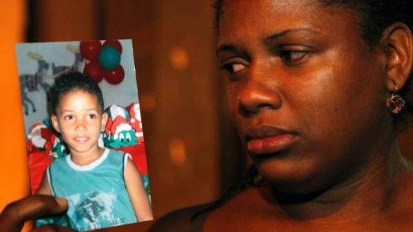Menino de oito anos tem barriga perfurada por vergalhão, este já é 4° caso no Brasil