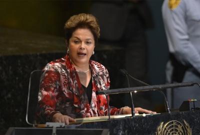 """Dilma critica guerra cambial e rebate acusações de que Brasil seja """"protecionista"""""""