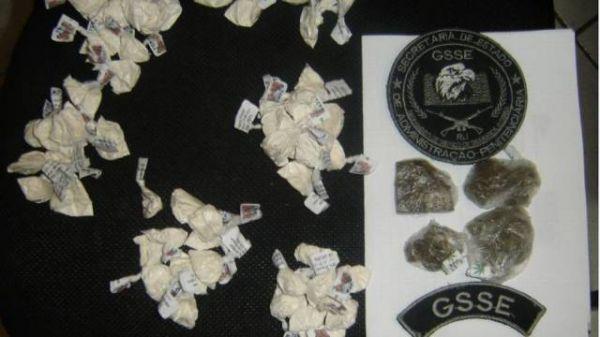 Mulher é detida tentando entrar com drogas em presídio