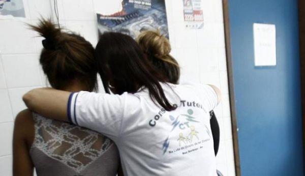 New Hit: laudo revela esperma em roupas de adolescentes