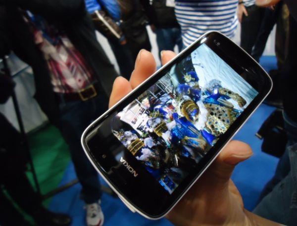 Nokia 808 acerta na câmera, mas derrapa no sistema operacional