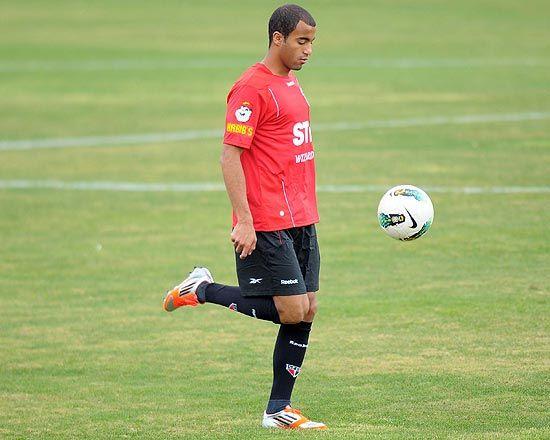 No São Paulo, jogador Lucas vive semana de Neymar; entenda