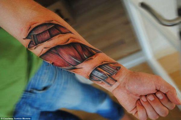 Veja as tatuagens mais reais do mundo em feira na Venezuela
