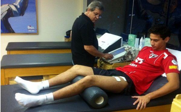 Ganso passa 7 horas por dia na fisioterapia para estrear no São Paulo