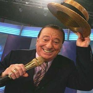 Apresentador Raul Gil é internado com inflamação na bexiga em SP