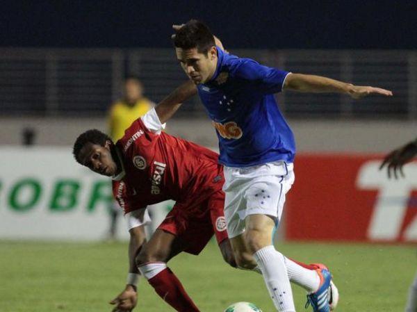 Borges perde pênalti, Cruzeiro empata com Internacional
