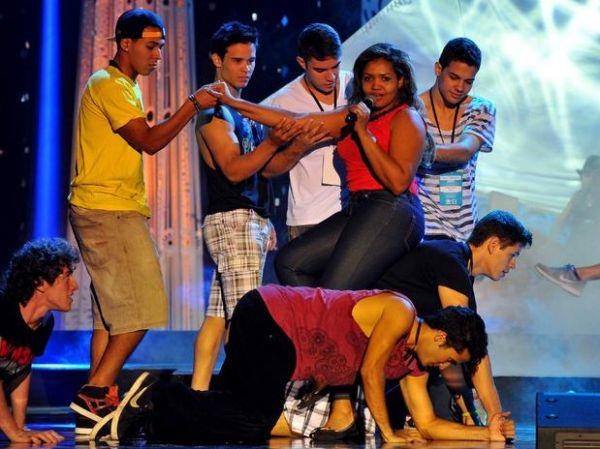 Miss Brasil: Gaby Amarantos ensaia e faz performance sensual