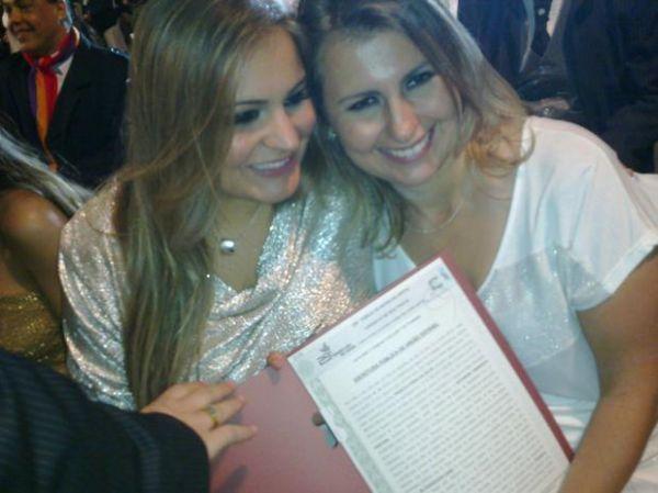 SP promove casamento gay coletivo e une 47 casais