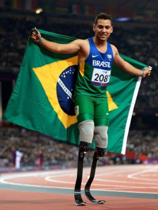 Alan Fonteles supera Oscar Pistorius e leva ouro nos 200m nas Paralimpíadas de Londres