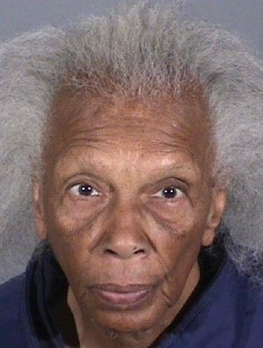 Com ficha criminal extensa, ladra de 82 anos é presa novamente