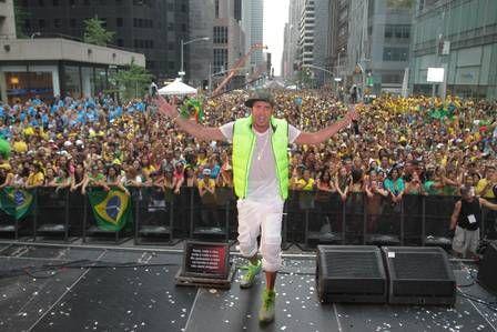 Latino é expulso de boate em Nova York por não ter o