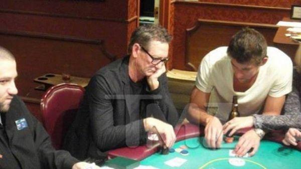 Michael Phelps ganha R$ 200 mil em jogo de pôquer em Las Vegas