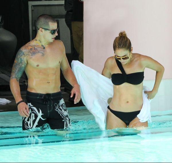 Namorado de Jennifer Lopez perde a cabeça e joga água em paparazzo