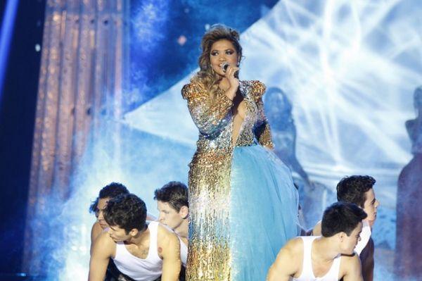 Com superdecote, Gaby Amarantos canta no Miss Brasil 2012