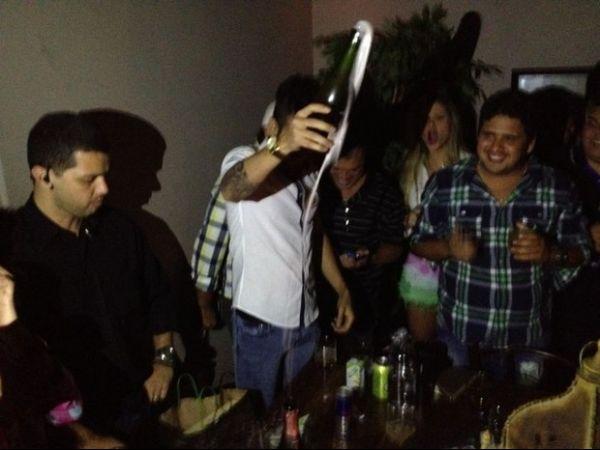 Gusttavo Lima faz festa pelos 23 anos com amigos famosos; veja como foi