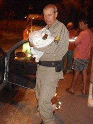 PM encontra 2 recém-nascidos abandonados em Goiânia