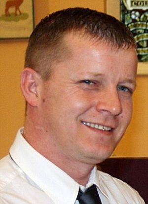 Pai mata filhos depois que ex-mulher trocou status no Facebook
