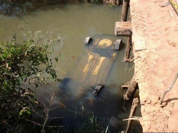 Carro cai de ponte e motorista morre afogado