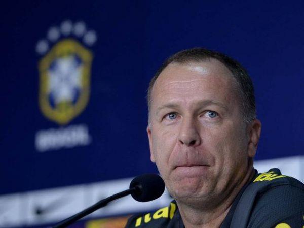 Mano Menezes evita resposta a Romário: