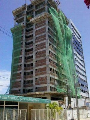 Operário sobrevive após cair do 11º andar de prédio em Olinda