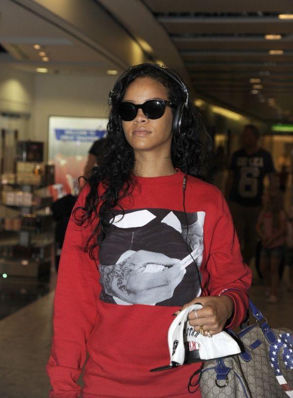 Rihanna adota corte de cabelo estilo