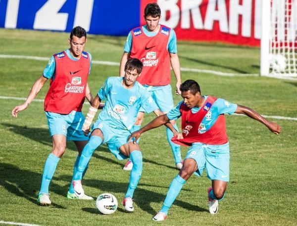 Seleção brasileira aposta em marcação no ataque para amistoso em SP