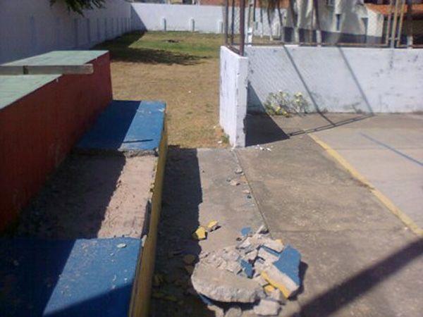 Alunos reclamam de escola integral sem infraestrutura