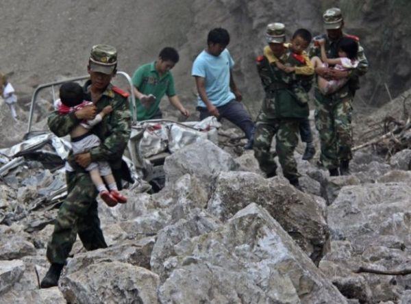 Chineses temem voltar para casa após terremoto matar 80 pessoas