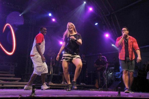 Dupla ex-É o Tchan participa de Show do Harmonia do Samba