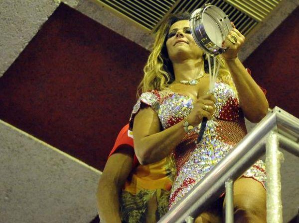Viviane Araújo nega rótulo de rainha do bumbum: