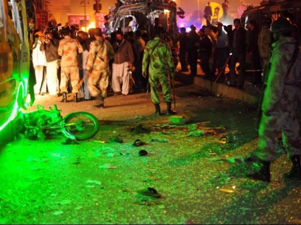 Explosão de bomba em moto fere 21 pessoas no Paquistão