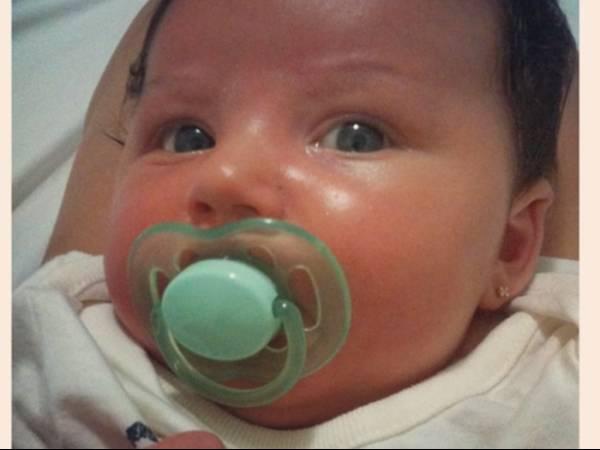 Pela primeira vez, Carol Francischini posta foto do rosto da filha