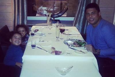 Após anunciarem separação, Ronaldo e Bia jantam juntinhos e casal estaria reatando