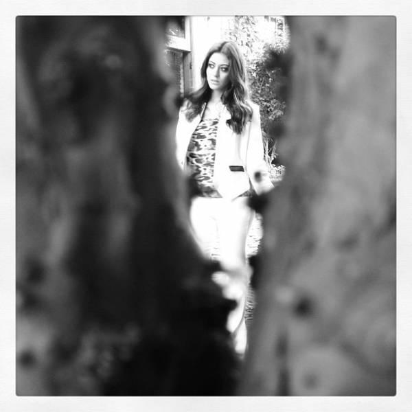 Carol Castro posa linda para ensaio fotográfico