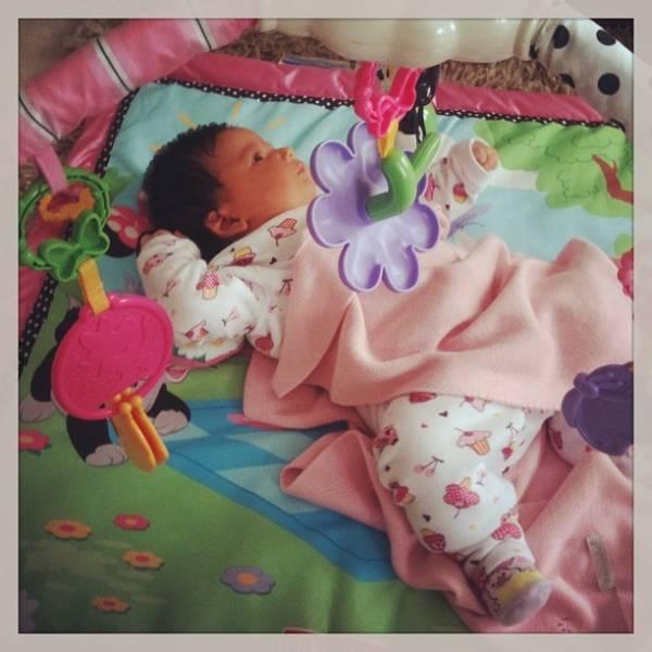 Carol Francischini posta foto da filha recém-nascida e mima: