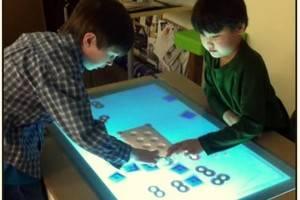 Mesa multitoque apresentada na CES 2013 funciona como uma tela de raio-x