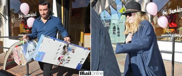Adele faz compras para o filho em Beverlly Hills