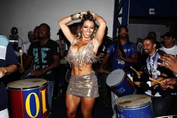 Andréa de Andrade mostra demais e enlouquece ritmistas em São Paulo