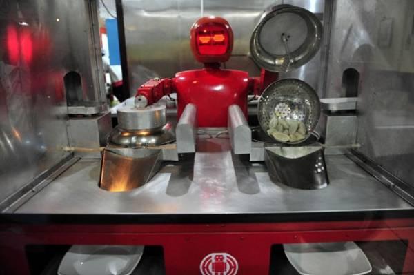 China inaugura restaurante com 20 robôs como garçons e cozinheiros