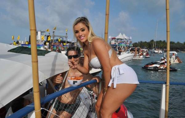 Aryane Steinkopf exibe o corpão em evento em Alagoas