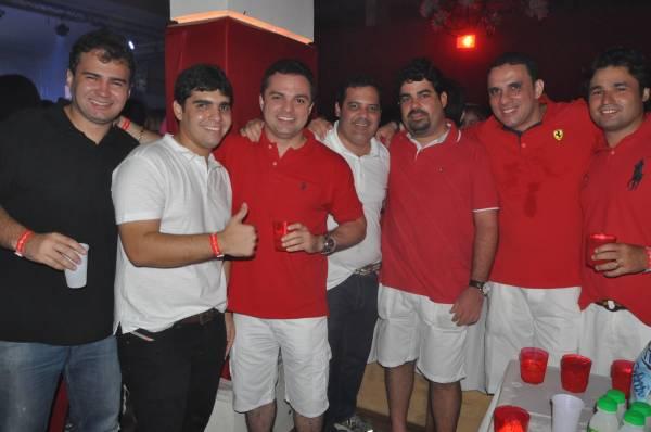 Baile Vermelho e Branco abre calendário carnavalesco de Teresina