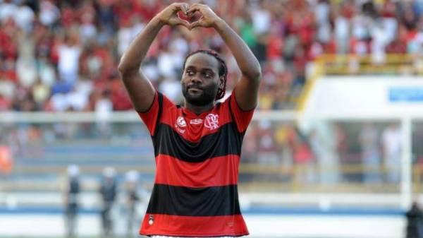 Vagner Love custou R$ 18 milhões ao Flamengo por um ano e, antes do adeus, faz festa