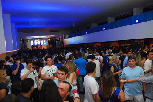 Baile Azul e Branco traz atrações imperdíveis ao Iate Clube neste sábado