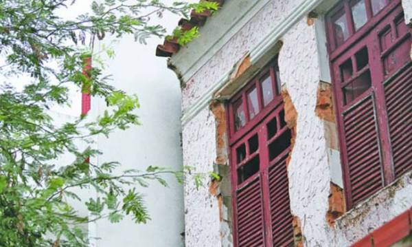 Prédios antigos irregulares no Centro de Teresina precisam de alvará