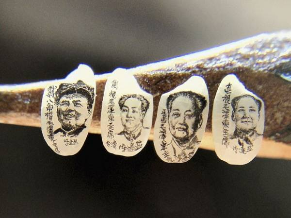 Artista faz retratos em miniatura de líderes chineses em grãos de arroz