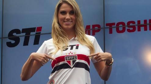 Com belas modelos e jogadores, São Paulo lança nova camisa