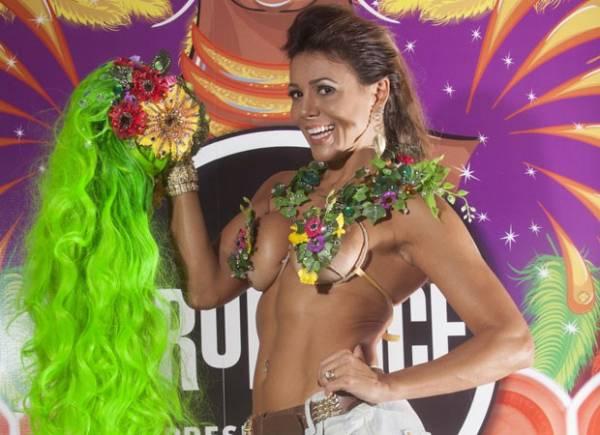 Com seio quase à mostra, ex-BBB Fabiana prova fantasia e revela sua dieta